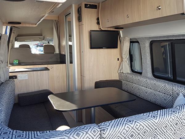 wendekreisen 2 bett premium wohnmobil mit dusche und wc. Black Bedroom Furniture Sets. Home Design Ideas